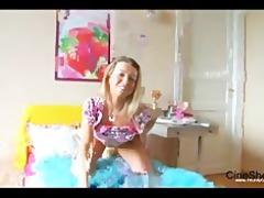 teen ricarda in panties opens her wet crack
